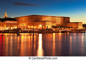 Night scenery of the Royal Palace in Stockholm, Sweden -...