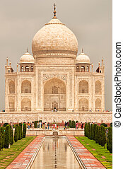 Taj Mahal vertical view, Agra, India - Taj Mahal vertical...