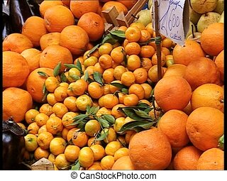 MARKETPLACE oranges and tangerines - Market stall with...