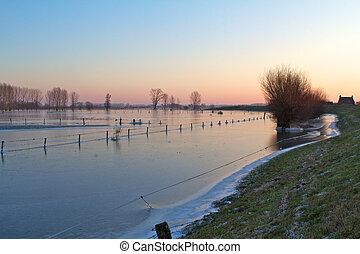 Rivier de IJssel in wintertijd - De IJssel in wintertijd