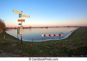 De IJssel in de winter - De IJssel in wintertijd bij...