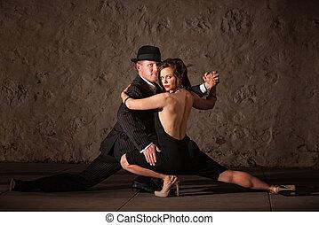 Attractive Tango Dancers - Attractive 1920s tango dancers...