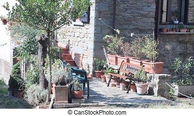 Pan of little Italian street