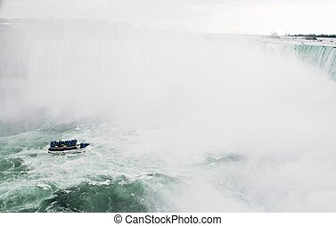 Maid of the mist and Niagara Falls - Niagara Falls