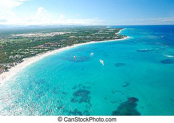 Caribbean beach aerial view - Beautiful caribbean beach in...