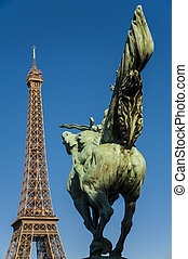 Tour Eiffel and statue - Rider in front of the Tour eiffel