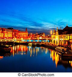 Prins Hendrikkade at Night, Amsterdam - Prins Hendrikkade...