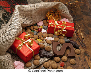 Saint Nicholas bag with gifts - De zak van Sinterklaas St...
