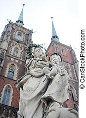 Maria & Child Jesus sculpture