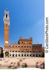 Torre del Mangia - Torre del mangia on the piazza del Campo...