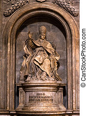 Pope statue - Statue of Pope Pius II in Siena, Italy