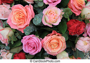 Roses in different shades of pink - Mixed rose bouquet in...