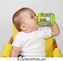 Pint baby - One-year-old baby is drincking water.