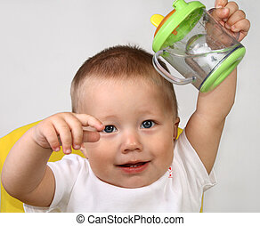 Pint baby - One-year-old baby is drincking water