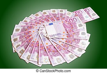 euro circle - 500 € ring made of paper money on green...