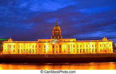 Custom House on the river Liffey in Dublin city