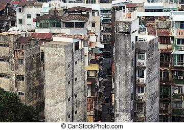 Crowded buildings in Macu