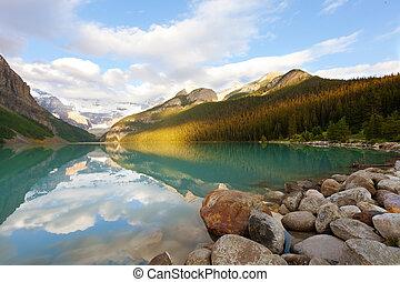 lake louise at sunrise - breathtaking view at lake louise in...