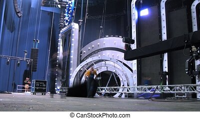 Working scenes install scenery to concert of Legend RetroFM...