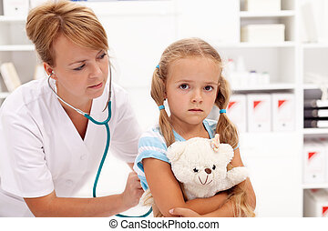 Little girl at the doctor
