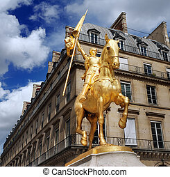 Jeanne d'Arc. - Statue of Joan of Arc on Place des Pyramides...