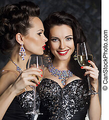 Christmas. Fashion women with wine glasses of champagne -...