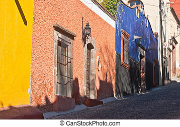 Mexican Streetscene - Colorful Mexican houses on a steep...