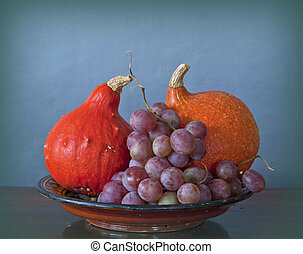 tray with pupmkins and grapes