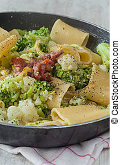 Broccoli and cauliflower pasta