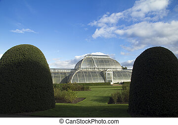 Kew Gardens - The famous glass Palm House at the Royal...