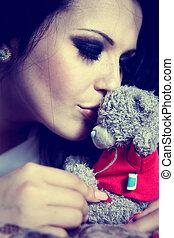 beautyfull brunette kissing the teddybear