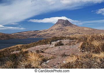 stac pollaidh hill - Stac Pollaidh above Loch Lugainn with...