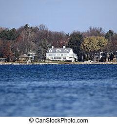 Lac, maison