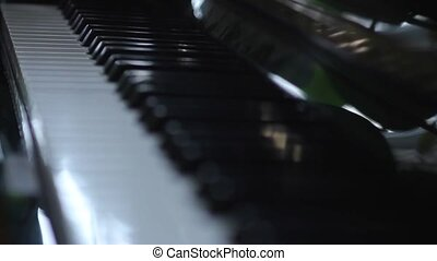 Piano keys - Change of focus from one side to the other of...