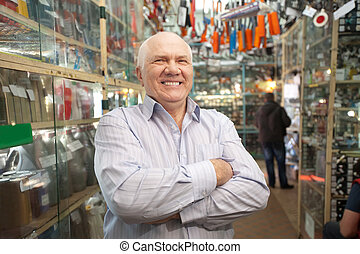 manager in auto parts store - Mature manager in auto parts...