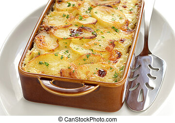 potato gratin - gratin dauphinois, french cuisine