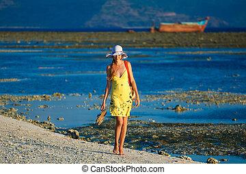 Solitário, mulher, vai, passeio, sundown, praia