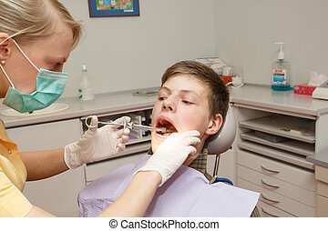dentist make anesthesia - a dentist make anesthesia before...