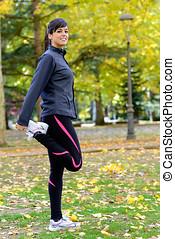 mujer, extensión, piernas, warming, Arriba