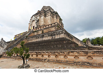 Wat Chedi Luang temple in Chiang Mai, Thailand.