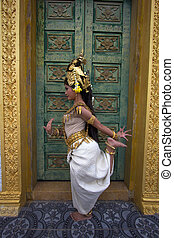 Apsara Dancer Performance in Temple - Apsara Dancer...