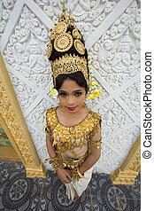 Apsara Dancer Performance in Temple - Apsara Dancer...