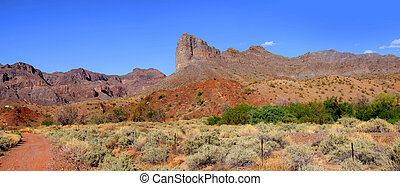Red rock mountains - Panoramic view of red rock mountains in...