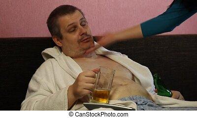 Woman to rebuke and awakens drunk man