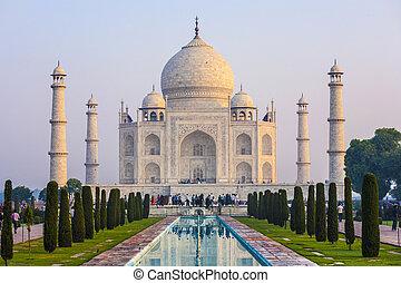 Taj Mahal in sunrise light, Agra, India - Taj Mahal in...