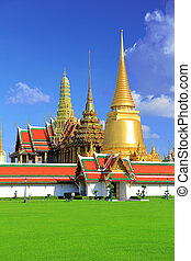 Palace Wat Phra Kaew. - The palace of the king of Thailand....