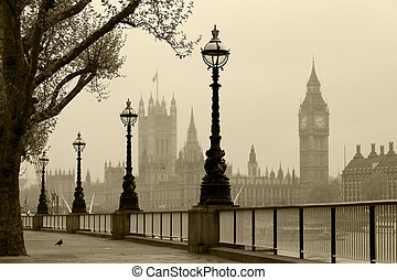 Big Ben and Houses of Parliament, London in fog - Big Ben...