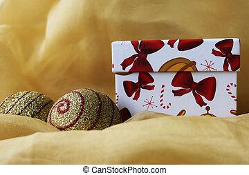 Christmas box - Handmade gift box with christmas balls,...