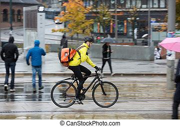 macho, ciclista, com, mochila, ligado, rua