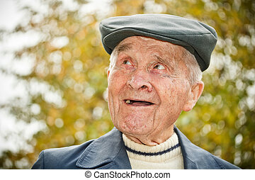 Elderly man in hat - Outdoor portrait of smiling elderly man...